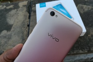 Vivo-V5-Plus-Review-Rear-Camera