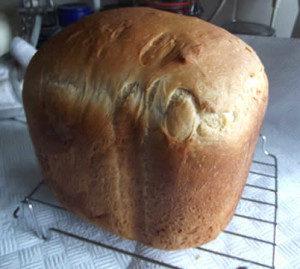 How to cut fresh bread