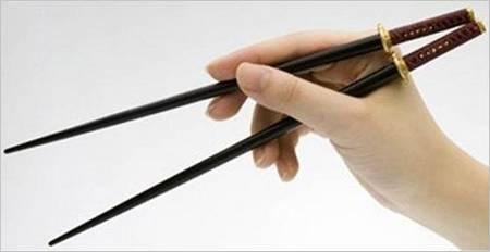 With Samurai Sword Chopsticks Feed Yours Mouth  Gadgetsin