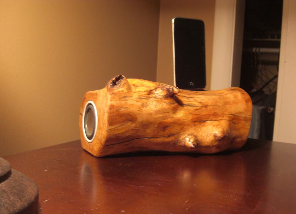 Handmade Wooden iPod Dock Speaker  Gadgetsin