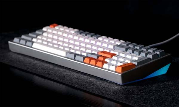 Iphone X 2018 Wallpaper Kira Compact Full Size Mechanical Keyboard Gadgetsin