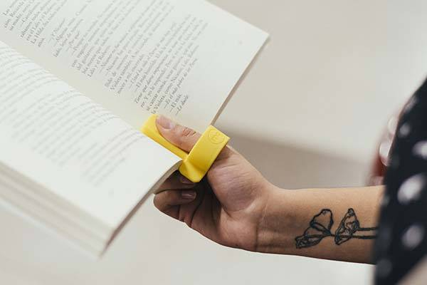 Lector Reading Tool Helps You Comfortably Read In Public