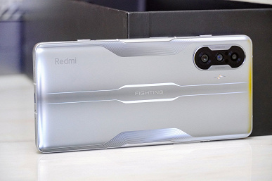 The cheapest gaming smartphone was shown live for the first time.  Published photos of Redmi K40 Game Enhanced Edition