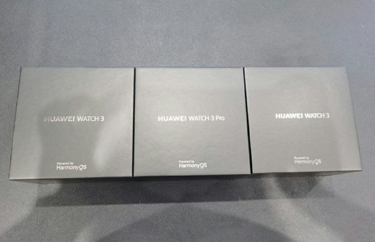 HarmonyOS, built-in SIM card, SpO2 and heart rate monitoring, ECG registration.  Huawei Watch 3 and Watch 3 Pro showed on live photos a few days before the premiere