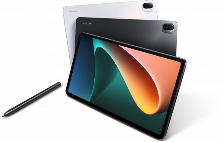 Presented Xiaomi Pad 5 tablet with charger included.  European prices announced