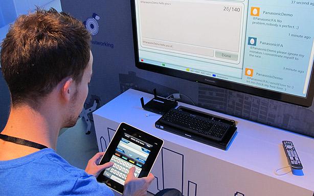Televisor Panasonic con iPad como mando a distancia