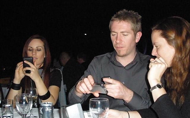 Cena con SMS Flickr / T. Gibbision