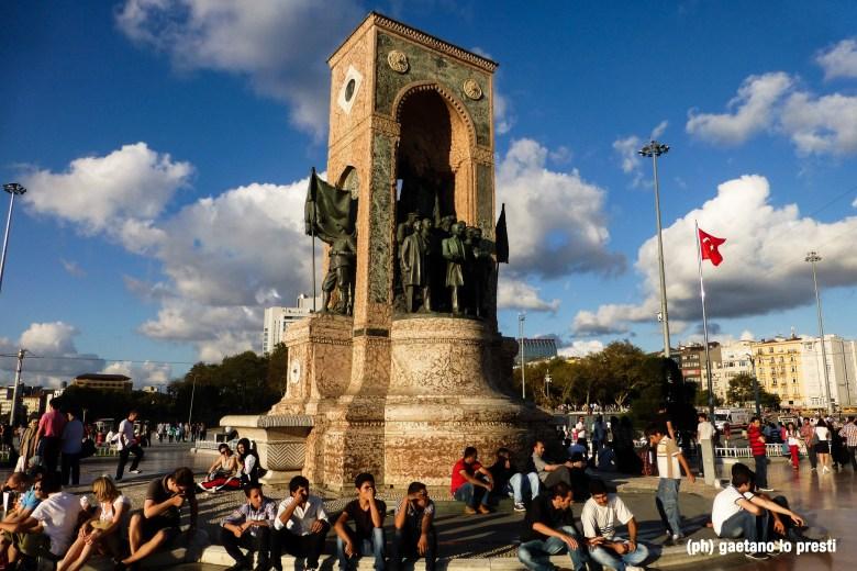 Piazza Taksim P1150915-2.jpg