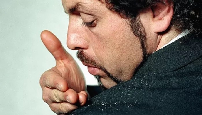 Read more about the article A Man's Guide to Overcoming Dandruff