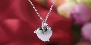 Read more about the article These Cheap Necklaces Can Make Ordinary Clothes Look Good