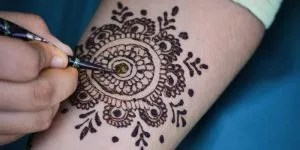 Read more about the article 40+ Round Mehndi Designs For All Occasions 2021