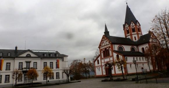 Die Kirche und dazu das Standesamt