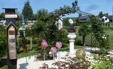 Der Rosengarten noch nicht in Blüte