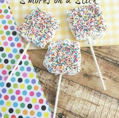 White Chocolate S'mores on a Stick Recipe via GagenGirls.com