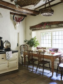 Affordable English Country Kitchen Decor Ideas 02
