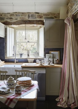 Affordable English Country Kitchen Decor Ideas 15