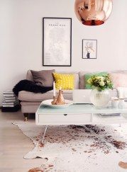 Astonishing Living Room Ideas For Your Apartment 02