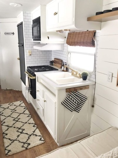 Cool Rv Decoration Ideas You Can Try 38