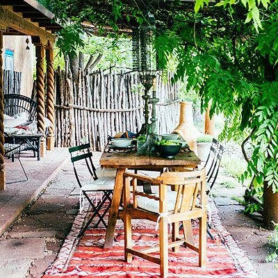 Wonderful Outdoor Dining Room Ideas With Rural Style 07
