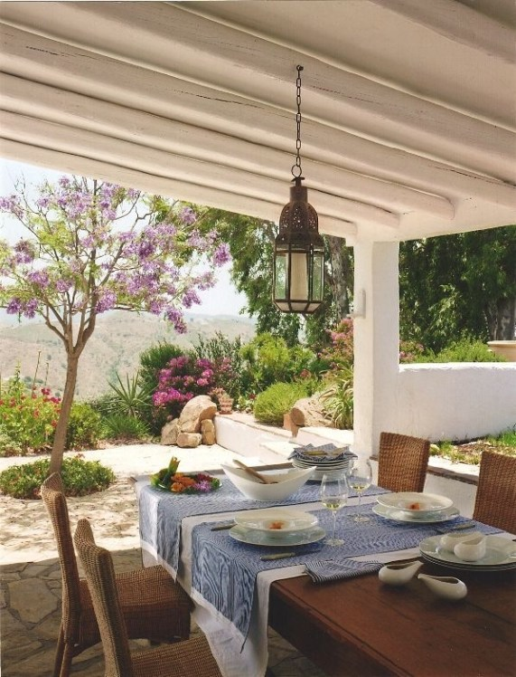 Wonderful Outdoor Dining Room Ideas With Rural Style 19