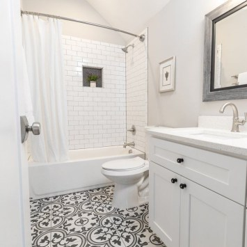 Classy Bathroom Design Ideas With Little Space 33