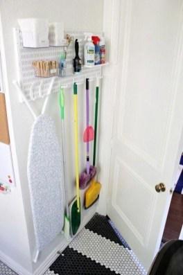 Cozy Laundry Room Storage Design Ideas 15