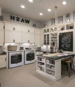 Cozy Laundry Room Storage Design Ideas 22