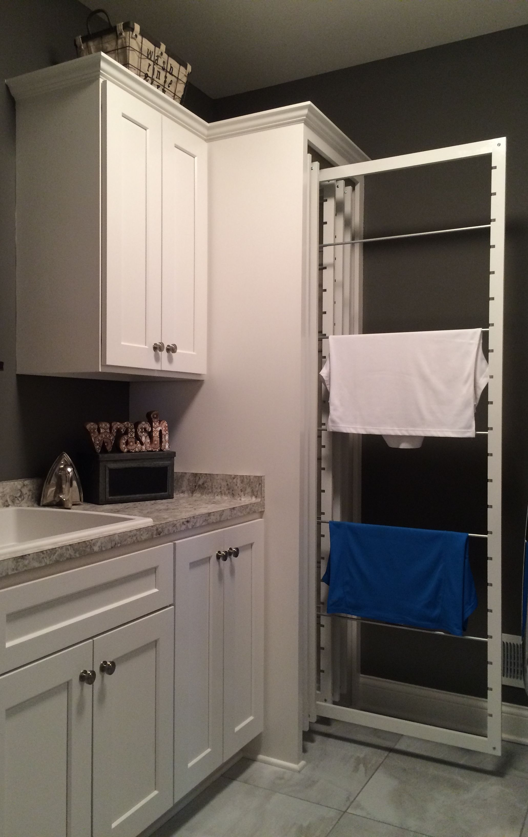 Cozy Laundry Room Storage Design Ideas 35