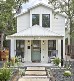 Incredible Farmhouse Exterior Ideas With Metal Roof 01