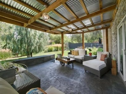 Incredible Farmhouse Exterior Ideas With Metal Roof 15