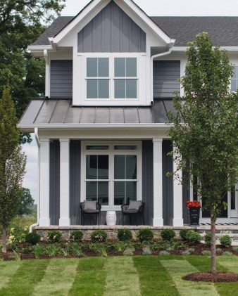 Incredible Farmhouse Exterior Ideas With Metal Roof 24
