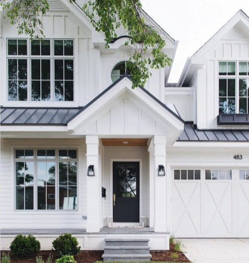 Incredible Farmhouse Exterior Ideas With Metal Roof 26
