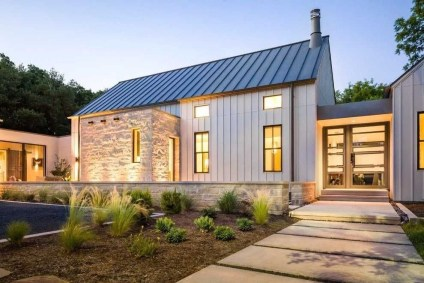 Incredible Farmhouse Exterior Ideas With Metal Roof 43