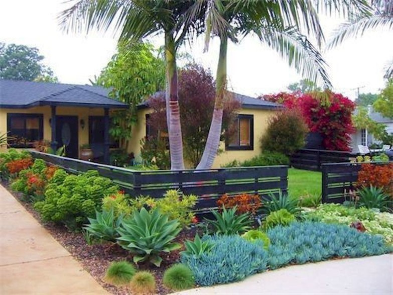 Wonderful Front Yard Ideas With Contemporary Fence 15