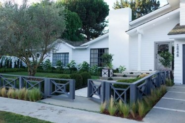 Wonderful Front Yard Ideas With Contemporary Fence 24