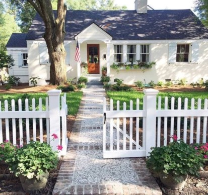 Wonderful Front Yard Ideas With Contemporary Fence 38