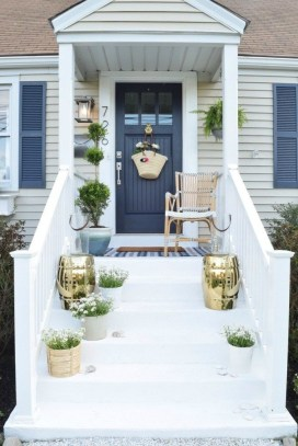 Lovely Summer Decorating Ideas For Front Porch 31