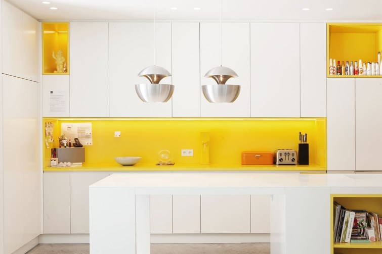Best Yellow Accent Kitchens Ideas For You 21