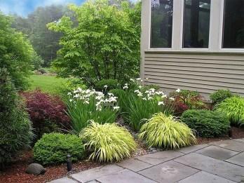 Newest Green Grass Design Ideas For Front Yard Garden 15