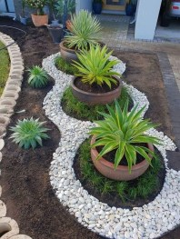 Pretty Front Yard Landscaping Design Ideas For You 05