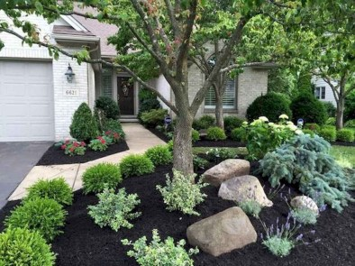 Pretty Front Yard Landscaping Design Ideas For You 22