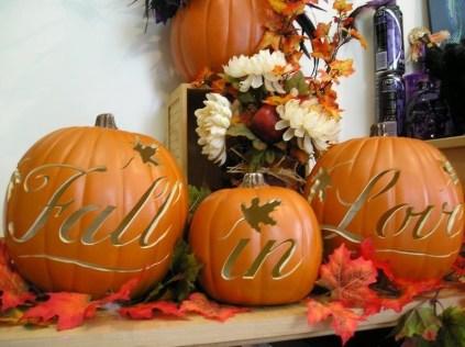 Admiring White And Orange Pumpkin Centerpieces Ideas For Halloween 50