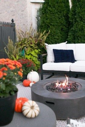 Adorable Fall Diy Decorating Ideas For Patio To Try 06