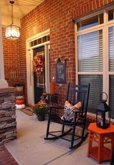 Adorable Fall Diy Decorating Ideas For Patio To Try 35