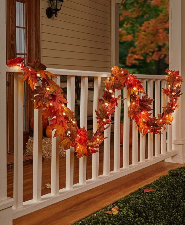 Adorable Fall Diy Decorating Ideas For Patio To Try 37