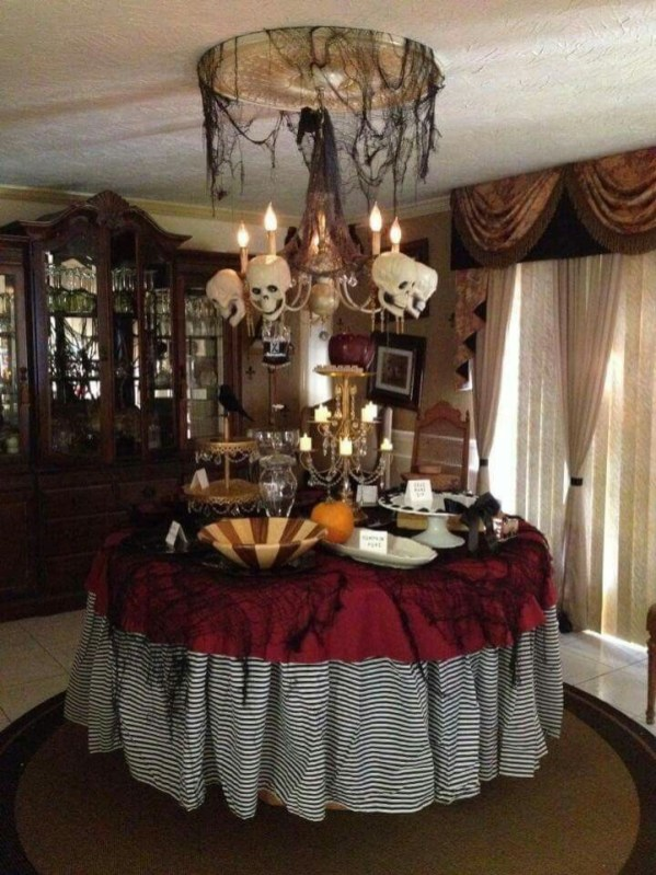 Best Halloween Party Décor Ideas For Dining Table 40
