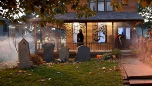 Casual Diy Outdoor Halloween Decor Ideas For Your Frontyard 29