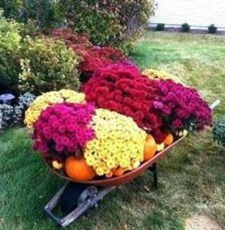Casual Diy Outdoor Halloween Decor Ideas For Your Frontyard 36