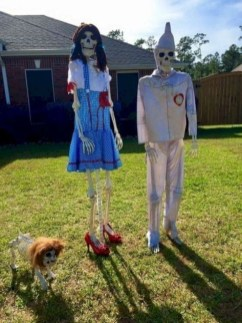 Casual Diy Outdoor Halloween Decor Ideas For Your Frontyard 39