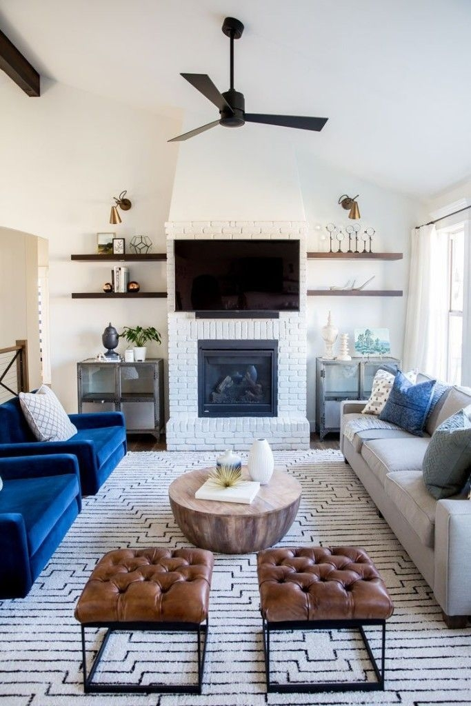Delicate Living Room Design Ideas With Fireplace To Keep You Warm This Winter 49